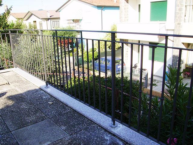 Ringhiere per balconi a rovigo padova vicenza for Ringhiere ferro battuto per esterno