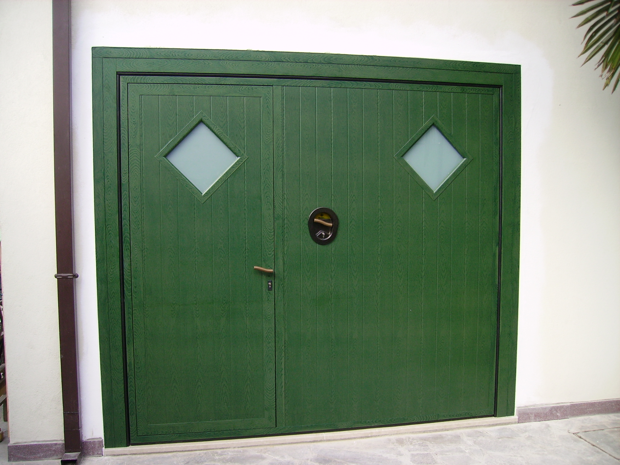 Portoni garage basculanti a verona ferrara padova e rovigo for Porta basculante per cani grandi con microchip