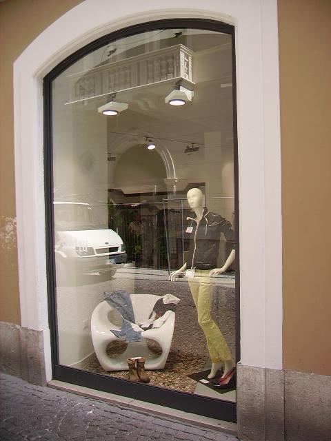 Sostituzione vetri negozi a verona rovigo padova e vicenza - Sostituzione vetri finestre ...