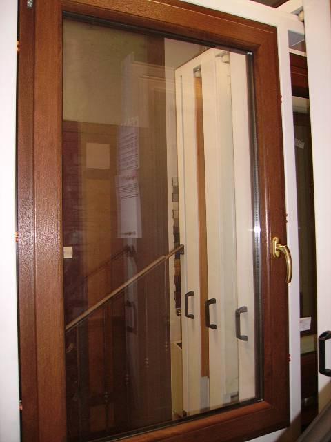 Finestra in pvc con anta unica a padova rovigo verona e - Parapetto finestra ...